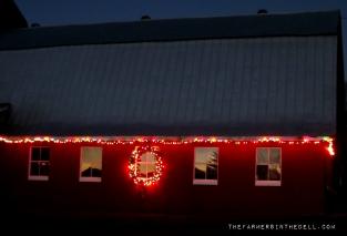 christmas barn - TheFarmersInTheDell.com