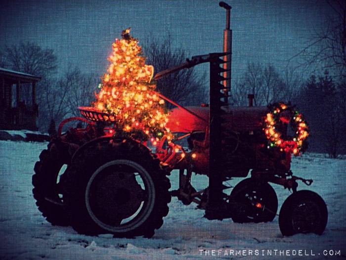 the christmas tractor - TheFarmersInTheDell.com